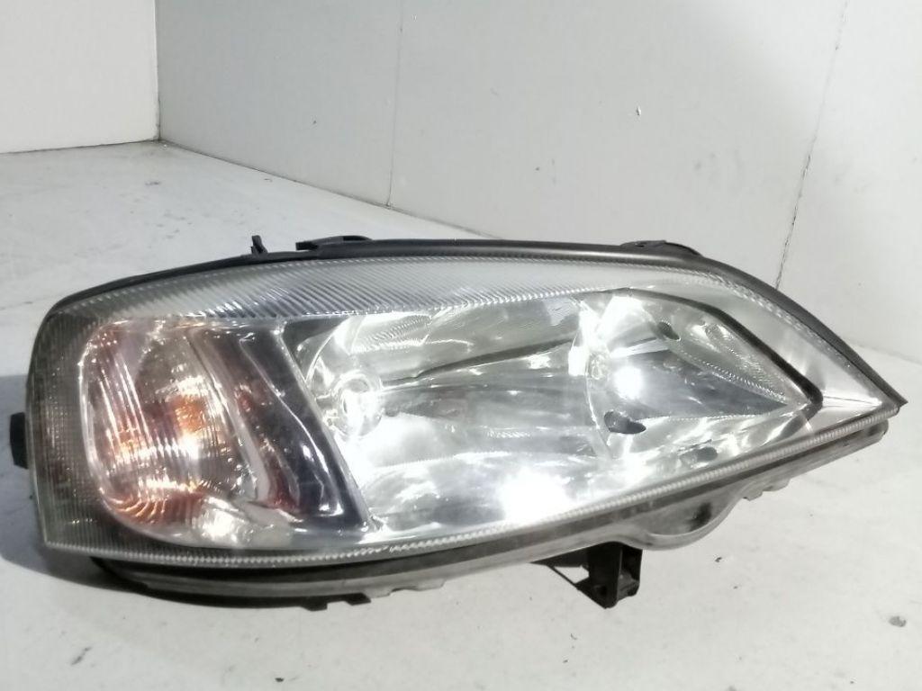 Opel Astra II lampa prawa przód